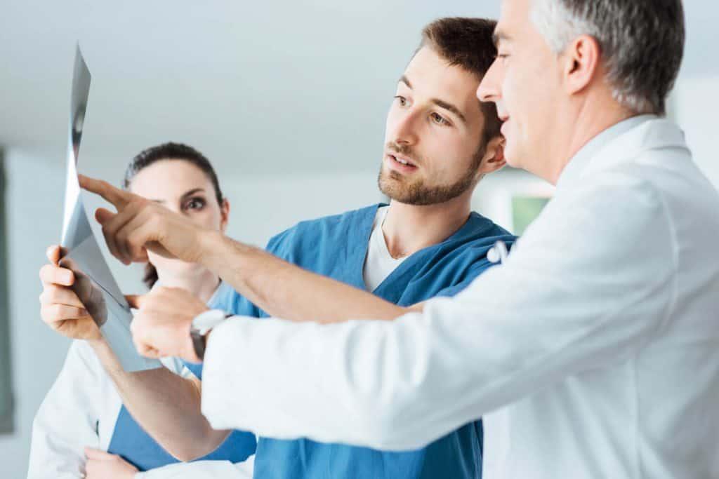 רופאים מפענחים צילום רנטגן